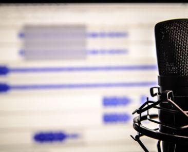black-recordering-microphone-55800